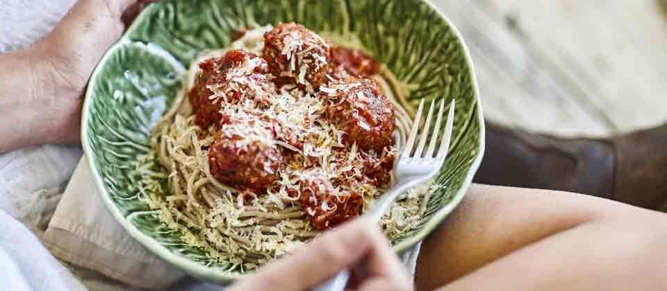 Spaghetti with macadamia 'nutballs'